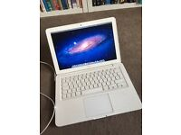 Apple Macbook 13-inch Laptop (Intel Core 2 Duo 2.4 GHz, 2 GB RAM, 250 GB HDD, OS X) - White - 2010