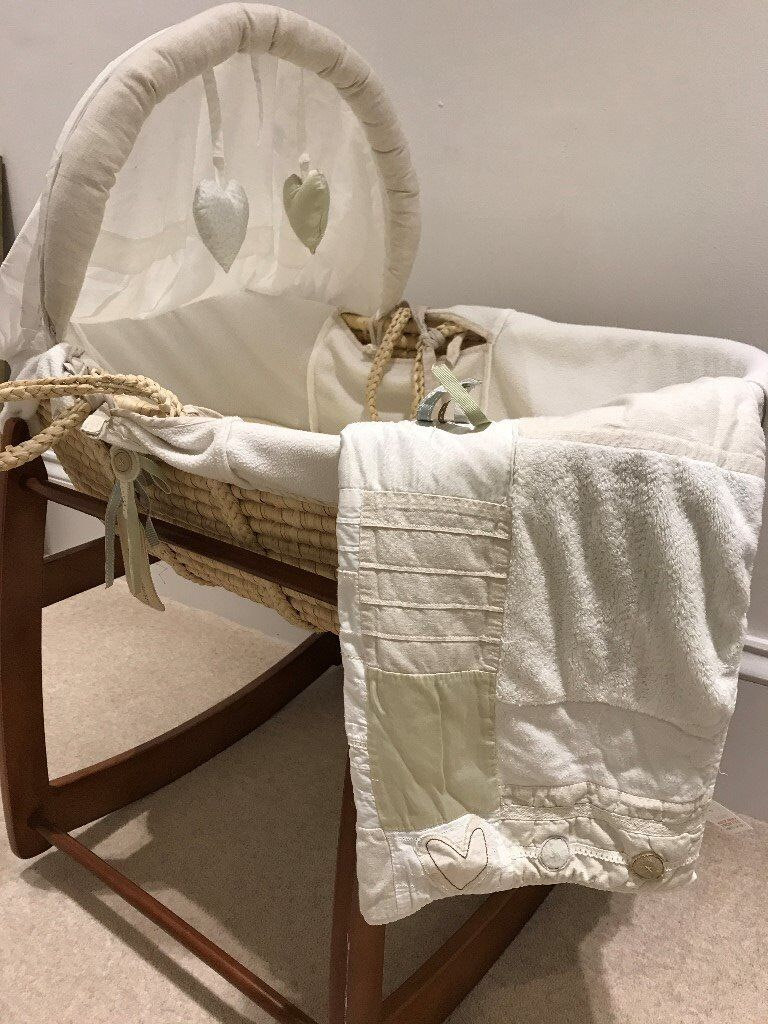 Moses basket with rocker and blanket