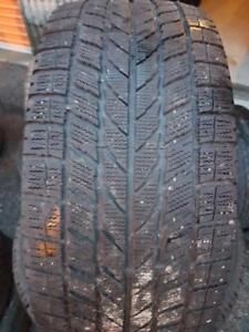 4 PNEUS HIVER - TOYO 215 55 16 - 4 WINTER TIRES