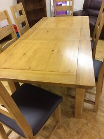 SOLID OAK EXTENDING TABLE AND 6 CHAIRS