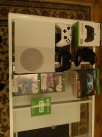 Xbox One S [bundle with 3 Controllers and Xbox Gold trial]
