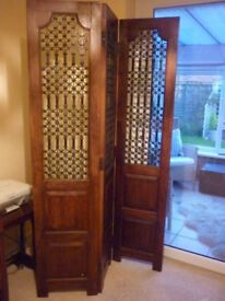 Very attractive screen orinetial look with iron sections heavy duty dark wood