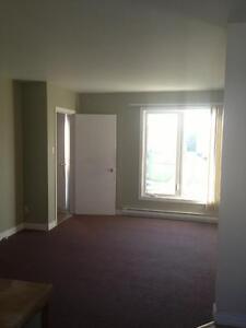 SAUVEZ $400 -SAVE $400 1st Month's rent!-868 St-Pierre
