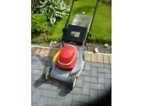 Electric honda lawnmower with grass box