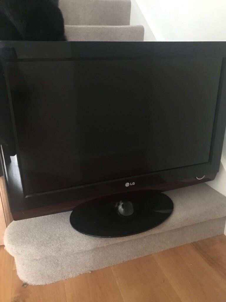 Hardly used & clean 32 inch LG tv