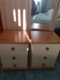 Pair of bed side drawers. Need to go asap.