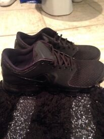 Size 7 Nike air max vapours