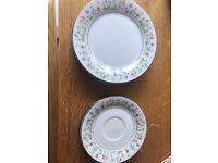 Vintage Plates 4 x plates, 4 x saucers