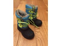 Children's snow boots infant size six as new condition