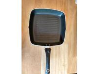 Aluminium 24cm grill pan with non-stick Teflon coating