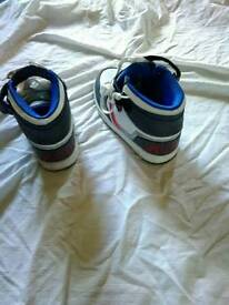Globe trainers size 5