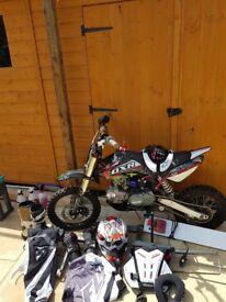 Demon DXR 120cc Pit Bike + Full motocross gear;
