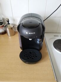 Tassimo coffee machine & pod holder £20