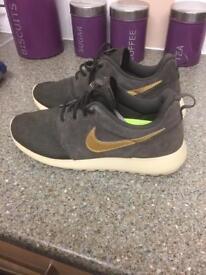 Nike Roche size 7