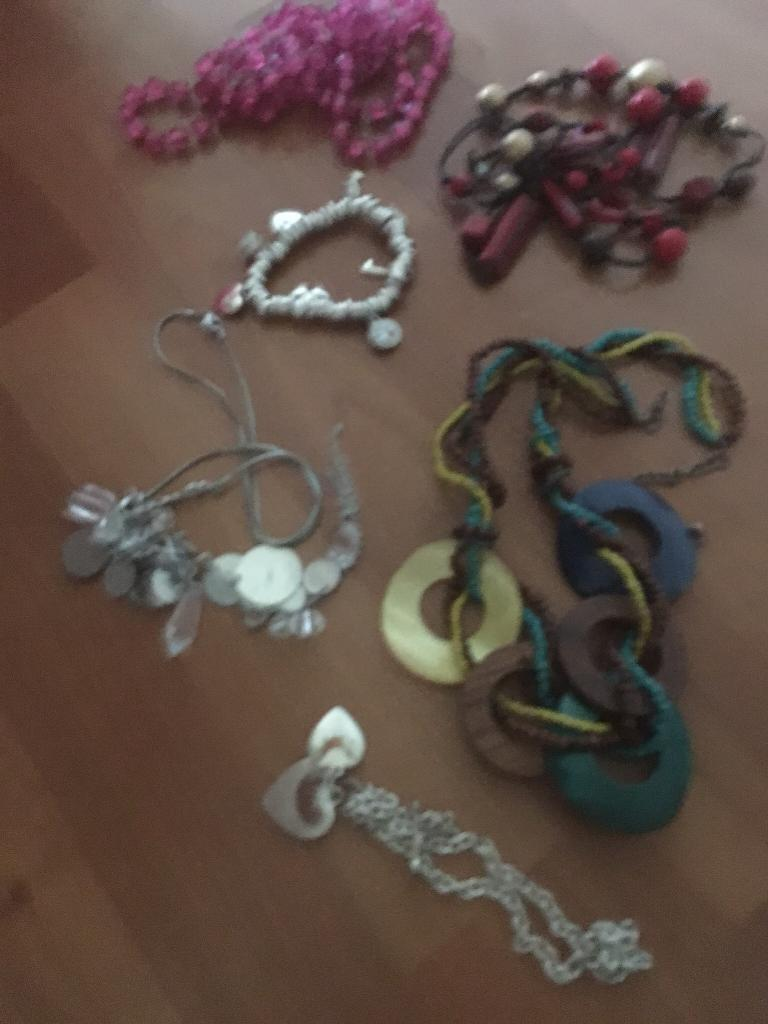 Costume jewellery over 20 items