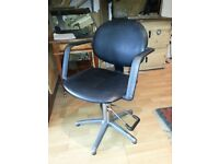 Hairdressing chairs x5