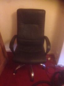 Executive Chair in leather in good condition