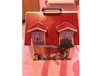 Carry along Playmobil dolls house, without accessories hence price