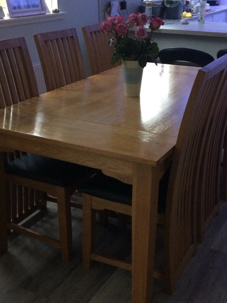 Stunning Solid Oak Dining Table and 6 Chairs