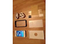 iphone 4, 32 GB, white, on EE, fully working order, few unnoticeable wear and tear marks,