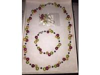 FRESHWATER PEARLS JEWELLERY - RED/GOLD/GREEN