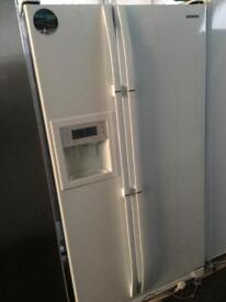 Samsung white good looking frost free A-class American style fridge freezer cheap