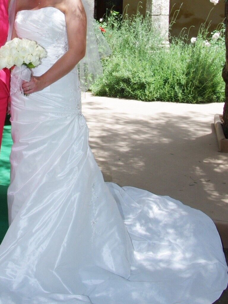 """Wedding Dress size 12/14 by Coo Couture. Suit approx height 5'3"""""""