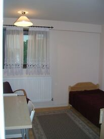 Spacious room in Surrey Quays / Canada Water available from 10 March BILLS INCL