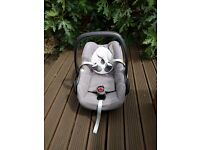 Maxi-Cosi Pebble Car Seat in concrete grey