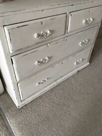 Shabby chic chest of drawers in a cream colour