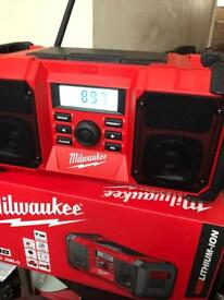 M18 Milwaukee site radio