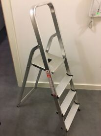 Tall stepladder in excellent condition