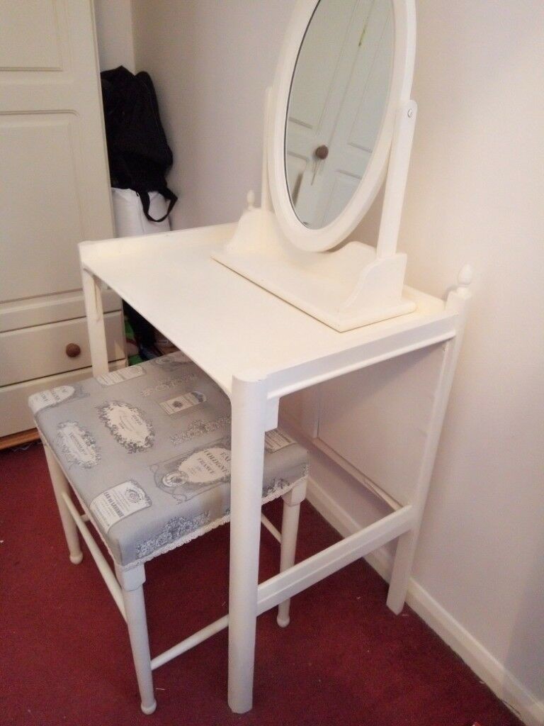 Dressing Table Chairs And Stools: Dressing Table And Stool