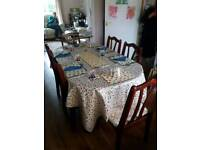 BEAUTIFUL CONDITION DINING TABLE AND 6 CHAIRS