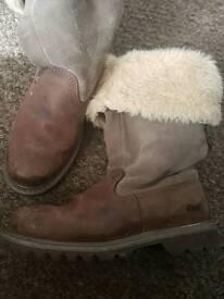 Ladies size 7 caterpillar boots