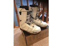 Thirty two snowboard boots size uk 9