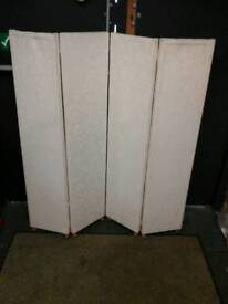 Nice 4 x panelled cream material privacy screen