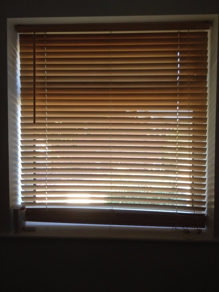 Wooden blindnatural99 x 106cm and a few slats longer3cm wide slatsin Hull, East YorkshireGumtree - Natural wooden blind measuring 99cm wide and over 106cm length with 3cm wide slats. It is in excellent condition