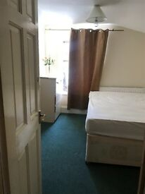 A DOUBLE ROOM TO RENT IN FOREST GATE INCLUDING BILLS