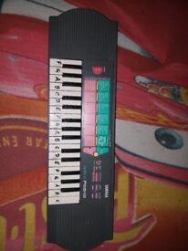 Yahama Portasound PSS-12 Electronic Keyboard