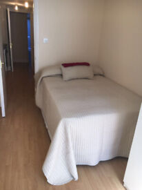 053T-WEST KENSINGTON- DOUBLE MODERN STUDIO FLAT WITH PATIO GARDEN,FURNISHED,BILLS INCLUDED-£250 WEEK