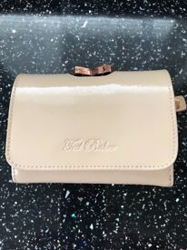 Ted Baker Purse used only a few times and in excellant condition