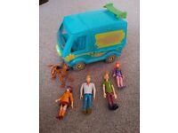 Scooby Doo Mystery Machine & Figures