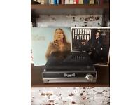 VINYL PLAYER AND 2 VINYLS (1 LIMITED EDITION)