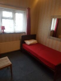 SPECTACULAR DOUBLE ROOM AVAILABLE TO LET ON DUNSTABLE ROAD, LUTON ,AVAILABLE NOW