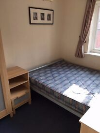 Small Double Bedroom in executive town house (ALL BILLS PAID)