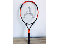 A brand-new tennis racket for sale at only £5,i'v got other kids&senior tennis rackets too for sale