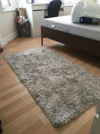 Lovely modern soft cream coloured rug £10 ONO