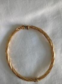 9ct Gold oval twisted bangle
