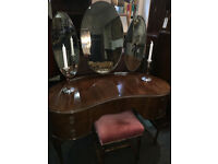 Beautiful Vintage Mahogany Kidney Shaped Queen Anne Dressing Table with Bevelled Triptych Mirror